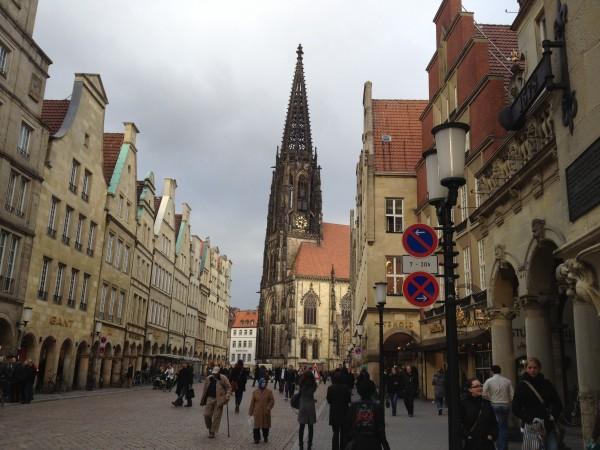Moet Enschede zich niet veel meer op Münster richten?