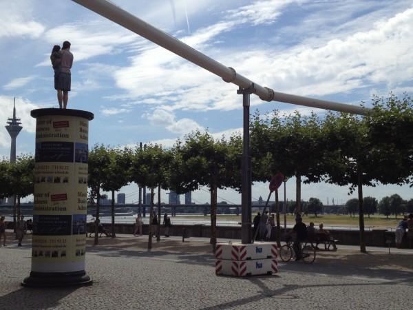 De blauw-rode long van Düsseldorf, ontmoetingsruimte bij uitstek